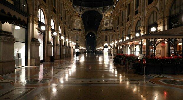 Coprifuoco in Lombardia dalle 23 alle 5, ma i centri commerciali restano aperti