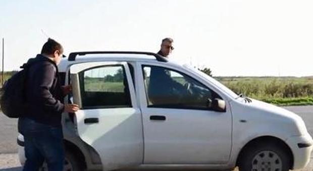 Foggia, il Comune non ha soldi per lo Scuolabus: il sindaco accompagna gli scolari con la Panda