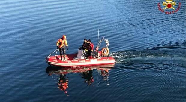 Lecco, a 23 anni muore annegato nel lago di Como, si salva il suo amico