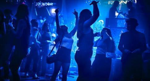 Roma, mille persone in discoteca vicino al Colosseo: chiusura per 5 giorni