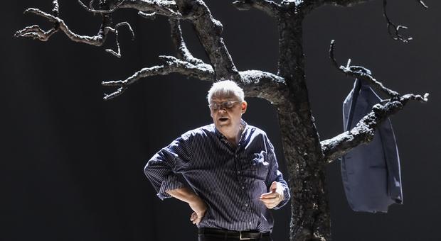 Graham Vick durante le prove del Don Giovanni al Teatro dell'Opera dal 27 settembre