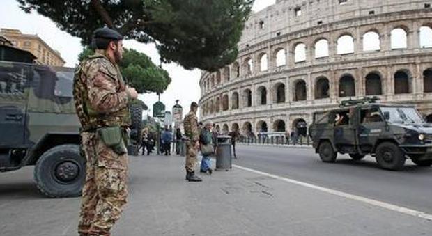 L'allarme/Roma, caccia a un tunisino «C'è il rischio di attentati»
