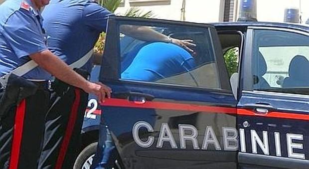 Calci e pugni alla compagna incinta. Arrestato 25enne stalker a Caserta