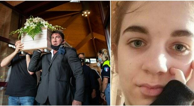 Chiara Gualzetti, i funerali della 16enne uccisa da un coetaneo. Il parroco: «È morta piena di amore, fidandosi fino all'ultimo»
