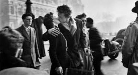 Il bacio, un toccasana: abbassa la pressione, cura il mal di testa e migliora l'umore