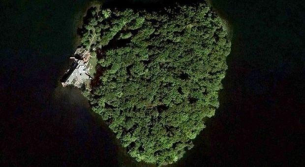 immagine In vendita per 15 milioni di dollari Petre Island, l'isola a forma di cuore