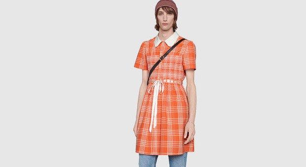 Gucci, ecco l'abito camicia per lui da 1.900 euro: è un «messaggio contro gli stereotipi di genere»