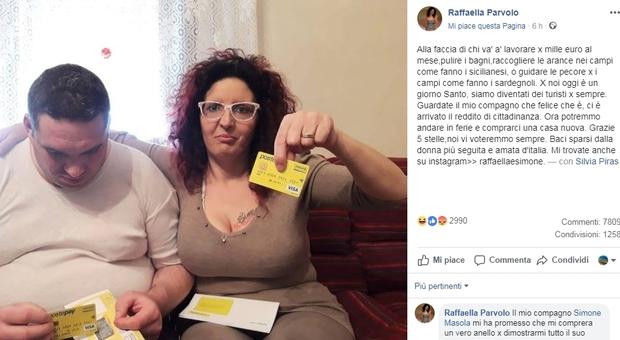 Reddito di cittadinanza, riceve la card ed esulta su Fb: «Alla faccia di chi va a lavorare»
