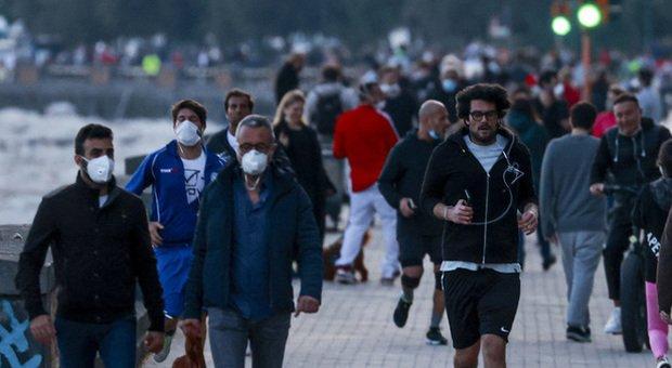 Coronavirus Campania fase 2, altolà di De Luca: «Vietato correre e fare jogging»