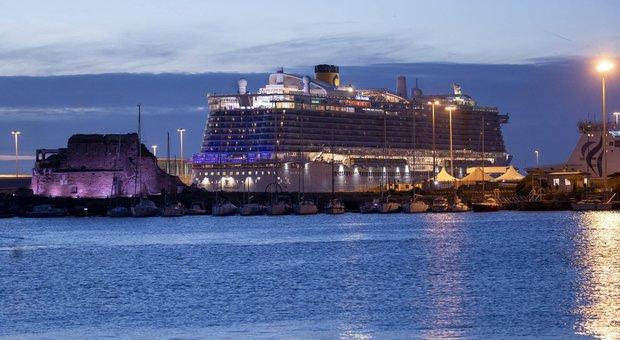 Coronavirus, test negativi su turista cinese: 7.000 bloccati sulla nave Costa a Civitavecchia