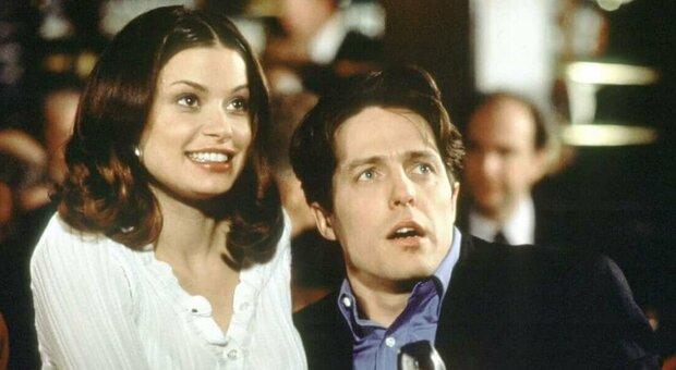 Stasera, mercoledì 28 luglio in tv su Iris «Mickey occhi blu»: curiosità e trama del film con Hugh Grant