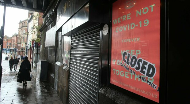 Lockdown, Gran Bretagna verso il sì: «Chiudiamo un mese adesso per salvare il Natale»