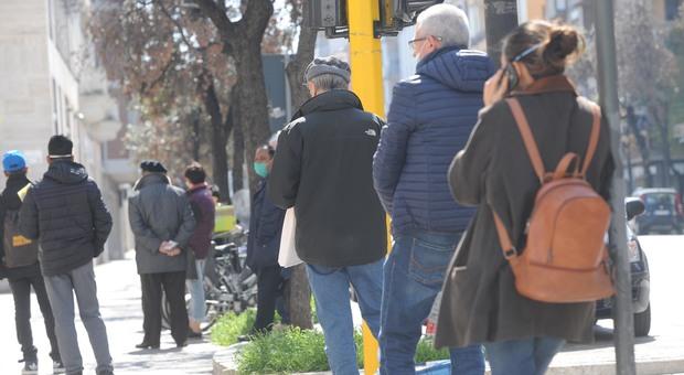 Coronavirus, accordo anti file: i carabinieri consegnano la pensione