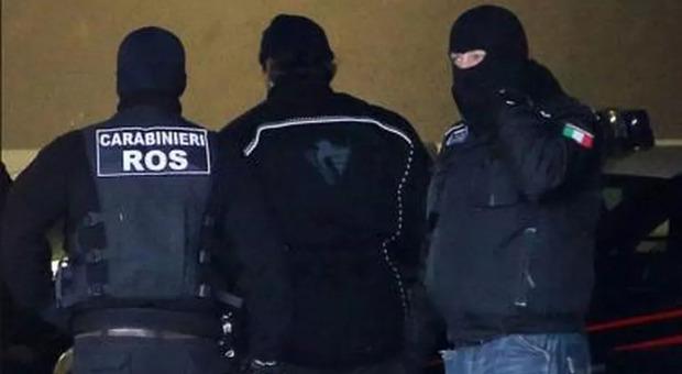 Violenza contro ebrei ed extracomunitari, 12 indagati: perquisizioni anche a Latina