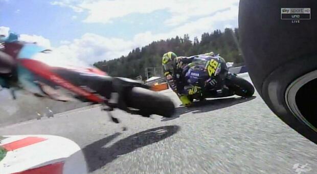 Incidente MotoGp, lo sfogo di Valentino Rossi: «Mai provata una paura così»