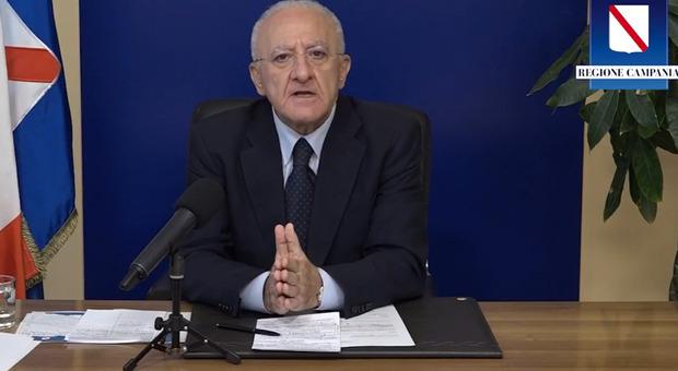 Covid, De Luca: «Necessario prendere decisioni forti, mezze misure inutili» Diretta