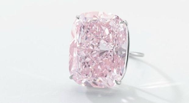 Raj Pink, va all'asta il diamante rosa più grande del mondo: prezzo base 30 milioni di dollari