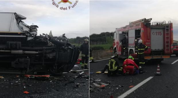 Incidente sull'A1 vicino Roma: scontro tra pullman, tir e auto, un morto. Chiusa l'autostrada