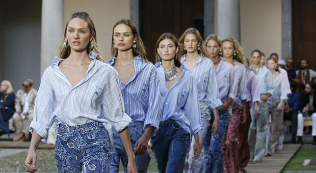 Milano Fashion Week, la settimana della moda sarà Phygital: 28 sfilate dal vivo e 24 digitali