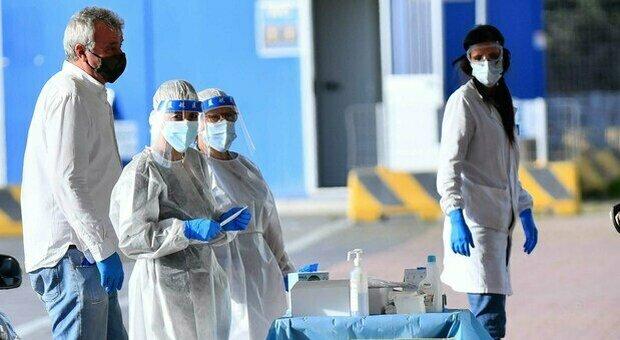Covid Italia, bollettino oggi 15 settembre 2021: 4.830 casi e 73 morti. Calano terapie intensive e ricoveri