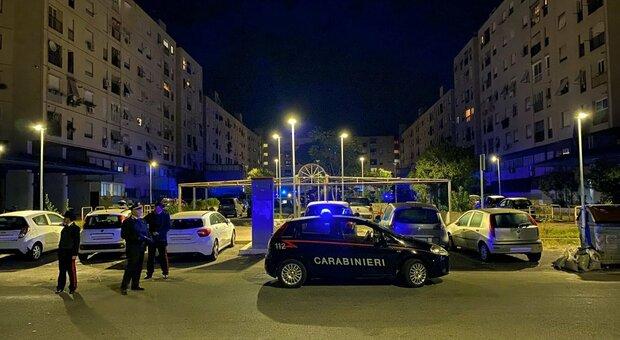 Controlli dei carabinieri a Tor Bella Monaca, Roma