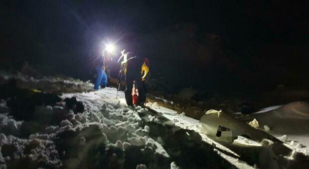 Cervinia, elicottero precipita in alta montagna: morto il passeggero, salvo il pilota