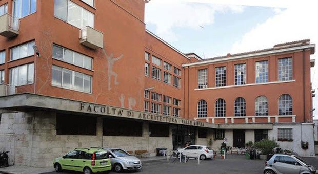 Condannato a 10 anni professore di Architettura della Sapienza: vendeva gli esami per duemila euro