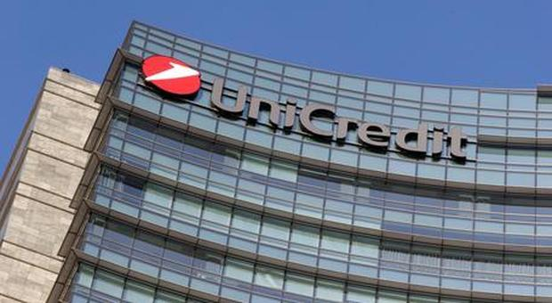 Unicredit, addio a Facebook e Instagram: