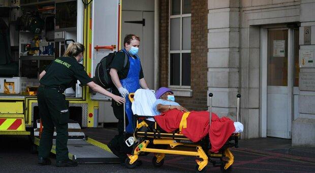 Covid, madre e due figli morti a distanza di pochi giorni: triplo funerale sconvolge città