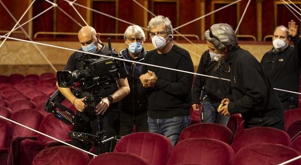 Il regista Mario Martone sul set del Barbiere di Siviglia al Teatro dell'Opera di Roma