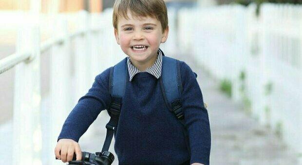 Kate Middleton scatta una foto al figlio Louis per il terzo compleanno: la somiglianza è evidente