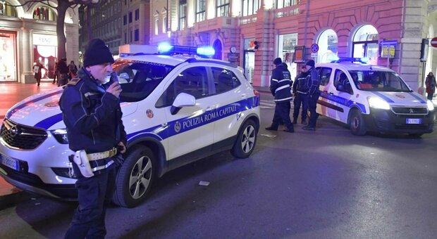 Natale e spostamenti, 70.000 agenti in strada. Controlli anche alle frontiere, da domani torna lo shopping