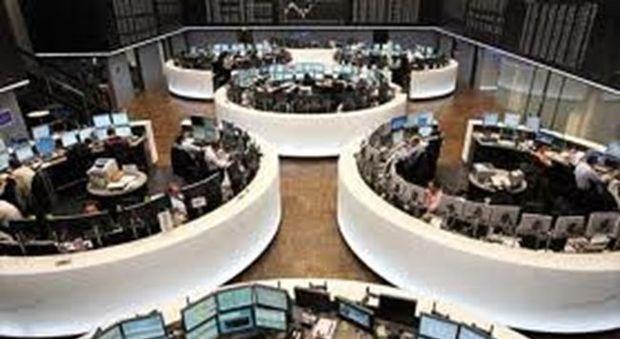 Mercati europei alla finestra. A Milano bene le banche