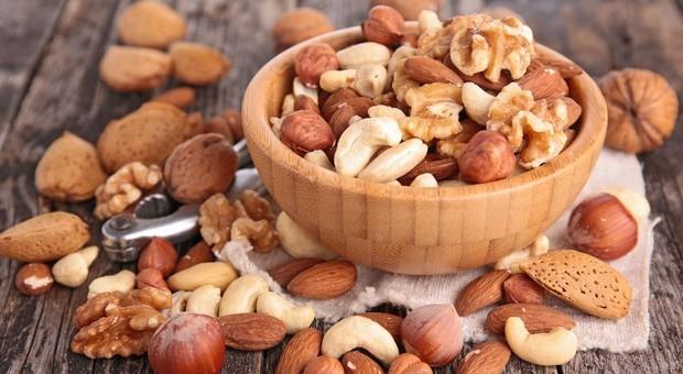 Diabete, il migliore alleato è la frutta secca: ecco quali sono i benefici mangiando noci