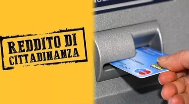 Reddito di cittadinanza, scoperti e denunciati 17 furbetti: truffa all'Inps per 300mila euro