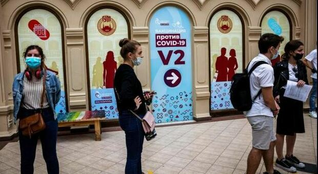 Covid, in Russia nuovo record di morti: sono 679 nelle ultime 24 ore, mai così tanti da inizio pandemia