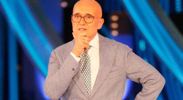 Alfonso Signorini, televoto sospeso al Gf Vip. L'indiscrezione: «Preso un provvedimento disciplinare»