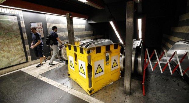 Roma, metro, Scale mobili rotte e senza freni»