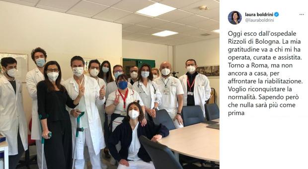 Laura Boldrini esce dall'ospedale