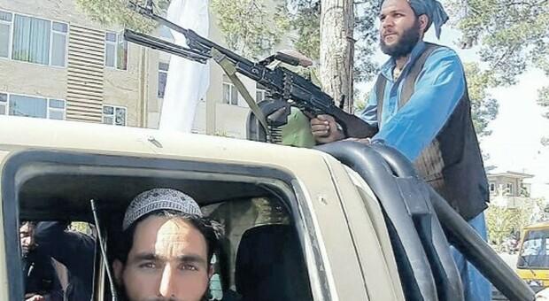 Afghanistan, Talebani vicini a Kabul: diplomatici italiani pronti a rifugiarsi all'aeroporto