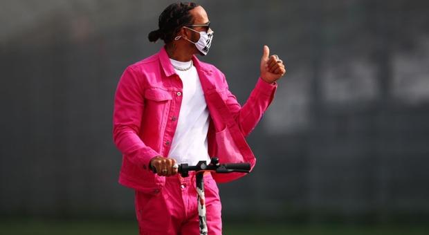 Hamilton in rosa a Imola