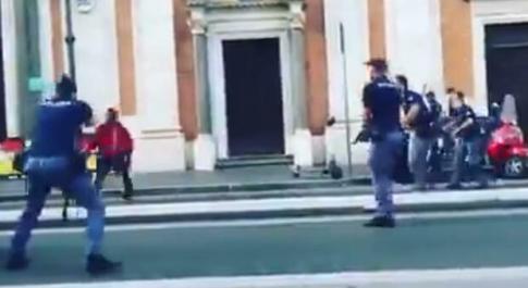 Roma, spari a Termini: poliziotto indagato per eccesso colposo. La Procura: «Atto dovuto»