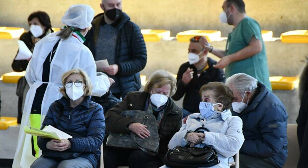 Vaccini in Italia, due dosi solo all'1,62% della fascia 70-79 anni