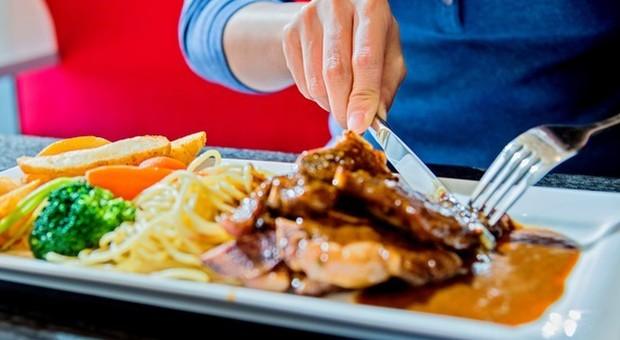 Carne rossa, l'allarme: mangiarne troppa aumenta il rischio di morte