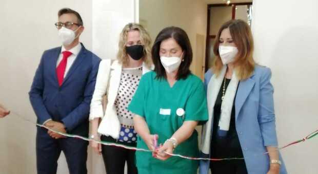 Il taglio del nastro al centro vaccinale di Formia
