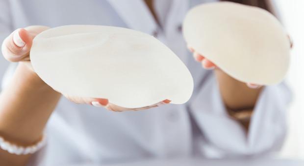 Protesi al seno cancerogene, il ministro Grillo chiede parere urgente al Css
