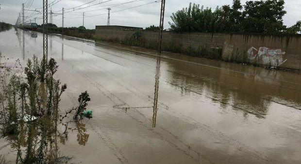 Ancora nubifragi in Puglia, treni fermi tra Lecce e Brindisi. Bomba d'acqua a Ostuni