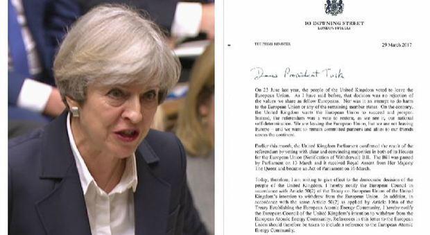 Via alla Brexit: consegnata la lettera alla Ue. Juncker: «Rimpiangerete l'Unione»