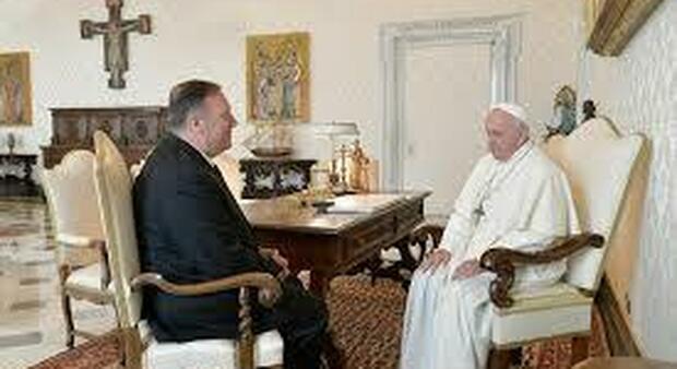 Mike Pompeo ringrazia il Papa per aver difeso gli Uighuri e scatena l'ira della Cina