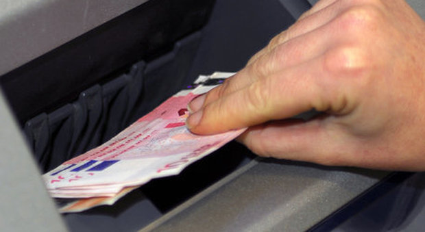 Tassa sui contanti e sconti sulle carte, la proposta anti-evasione di Confindustria